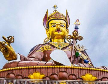 Падмасамбхава – основатель тантрического буддизма в Тибете, родившийся в лотосе