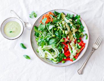 Острый тайский салат веганский