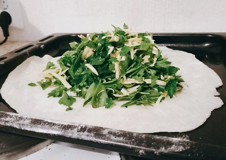 3 этап приготовления - выкладываем начинку на тесто